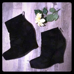 Boutique 9 black suede wedge booties size 8